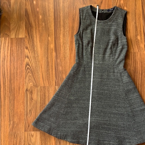 Madewell Dresses & Skirts - Madewell sleeveless fit and flare dress size 0